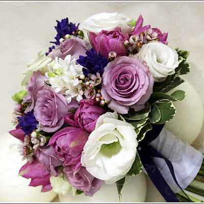 Spring purple rose wedding bouquet