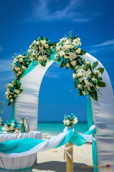 Overseas blue wedding ceremony decor
