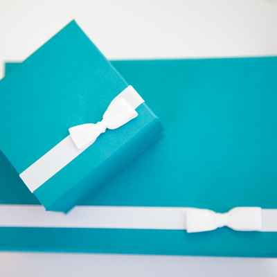 Breakfast at tiffany's blue wedding favours