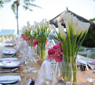 Outdoor white wedding floral decor