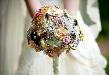 English brown alternative wedding bouquet