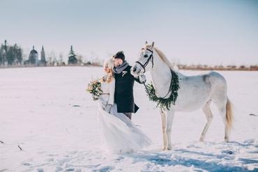 Outdoor winter white long wedding dresses