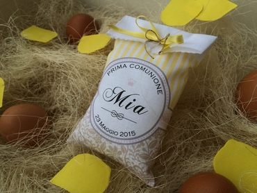 Yellow wedding favours