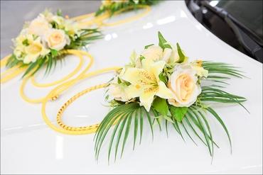 Yellow wedding transport decor