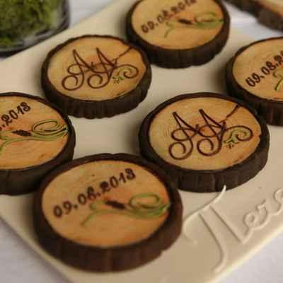 Rustic brown wedding cupcakes