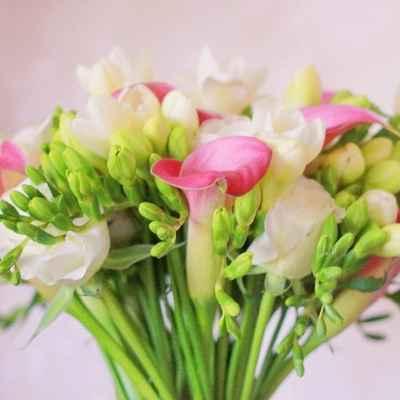 Green friezes wedding bouquet