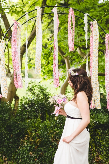 Outdoor pink wedding photo session decor