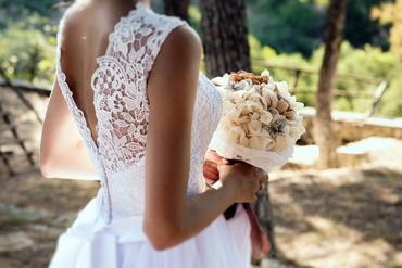 Outdoor ivory alternative wedding bouquet