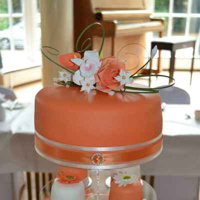 Orange wedding cupcakes