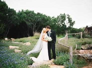 Outdoor spring white wedding photo session ideas