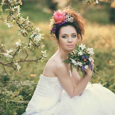 Outdoor spring long wedding hairstyles