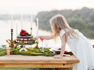 Outdoor white wedding cakes