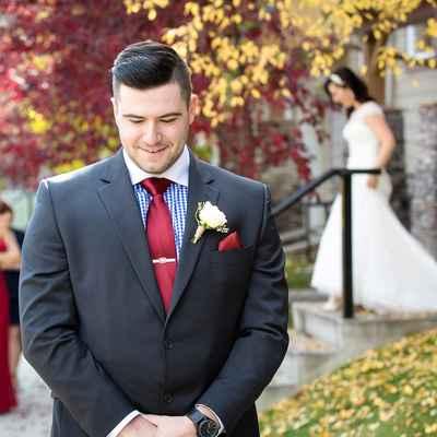 Outdoor autumn black wedding photo session ideas