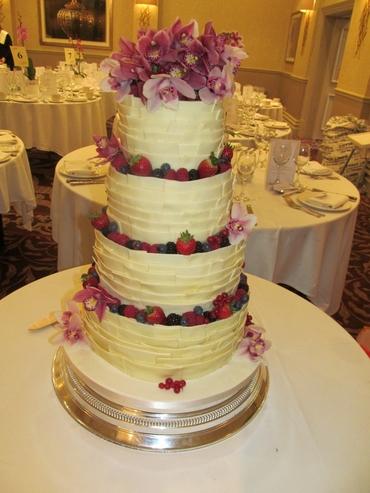 Fruit white wedding cakes