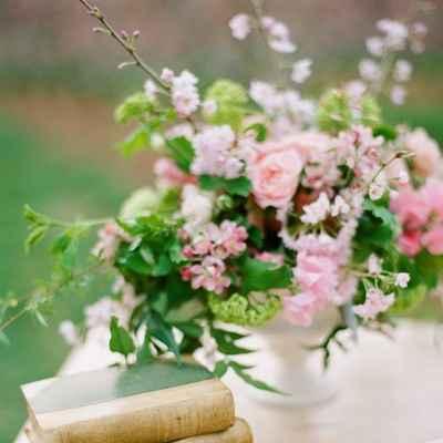 Spring pink wedding floral decor
