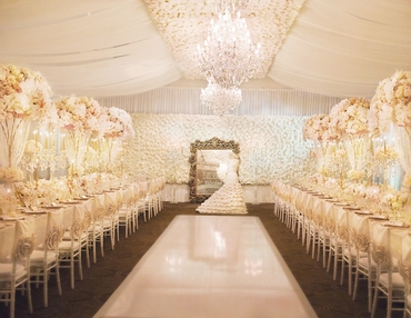 Overseas ivory wedding ceremony decor