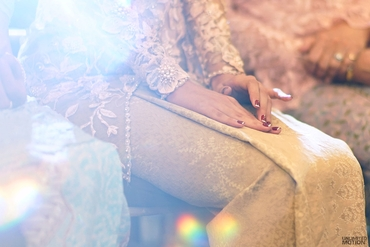 Red wedding nail design