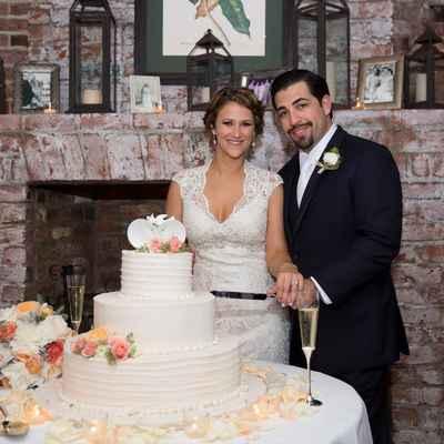 Overseas white wedding cakes