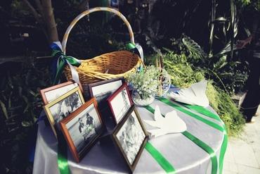 Green wedding photo session decor