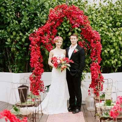 Red wedding ceremony decor
