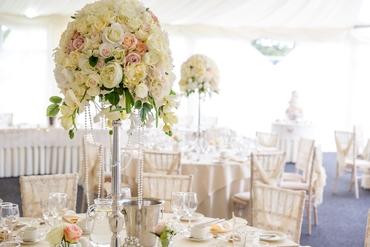 Overseas ivory wedding floral decor