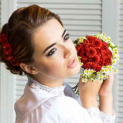 Red daisy wedding bouquet