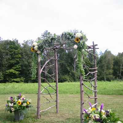Rustic wedding ceremony decor