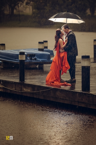 Outdoor red wedding photo session ideas