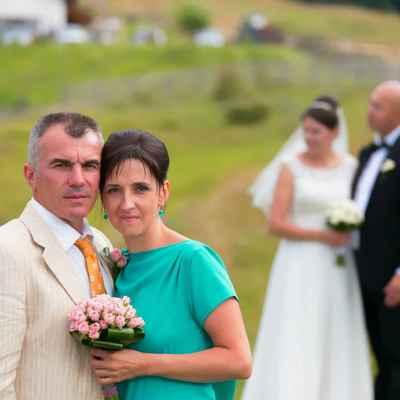 Green wedding guests