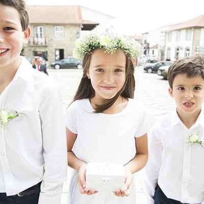 Outdoor white kids at wedding