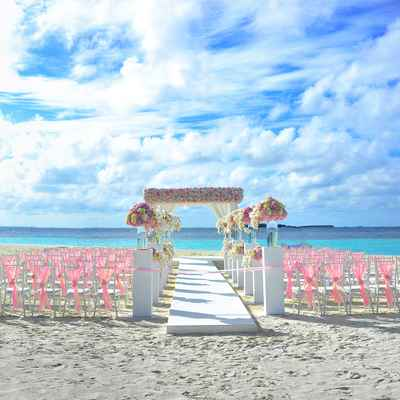 Beach pink wedding floral decor