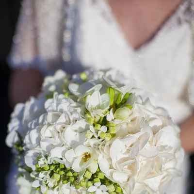 White friezes wedding bouquet