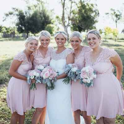 Pink outdoor wedding photo session ideas