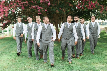 Outdoor spring grey wedding photo session ideas