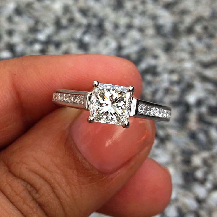 GIA certified 1.03 carats, H-color, VS1-clarity diamond, 1.5 pointers