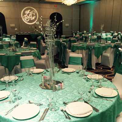 Overseas green wedding reception decor