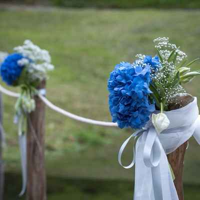 Blue wedding floral decor