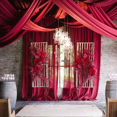 Red overseas wedding ceremony decor