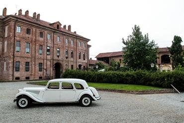 White wedding transport