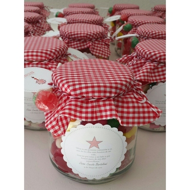 Red wedding favours