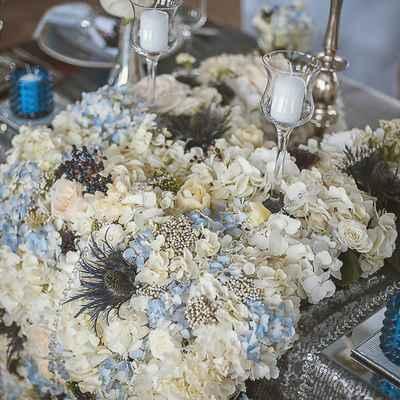 English blue wedding floral decor