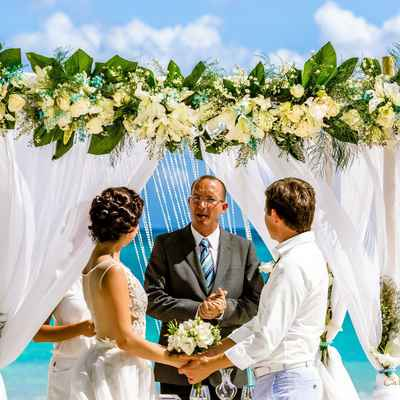 Overseas white wedding floral decor