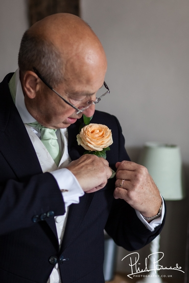 European orange wedding guests