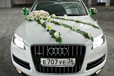 Green wedding transport decor