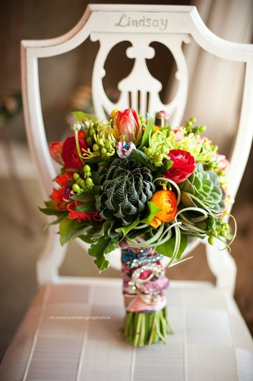 Autumn green alternative wedding bouquet