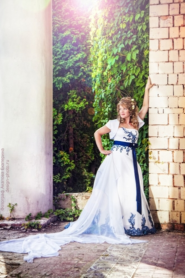 Blue short sleeve wedding dresses