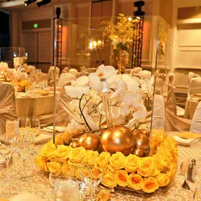 Gold wedding floral decor