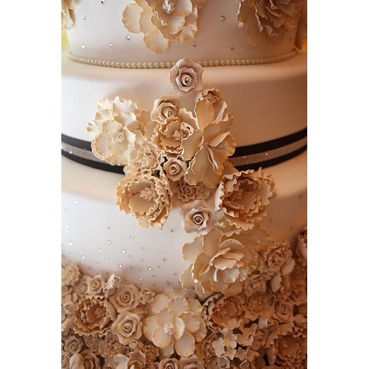 Glam wedding cakes