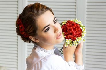 Red daisy wedding bouquet