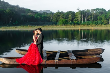 Red outdoor long wedding dresses